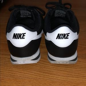 Nike Shoes - Preowned Nike Cortez Leather